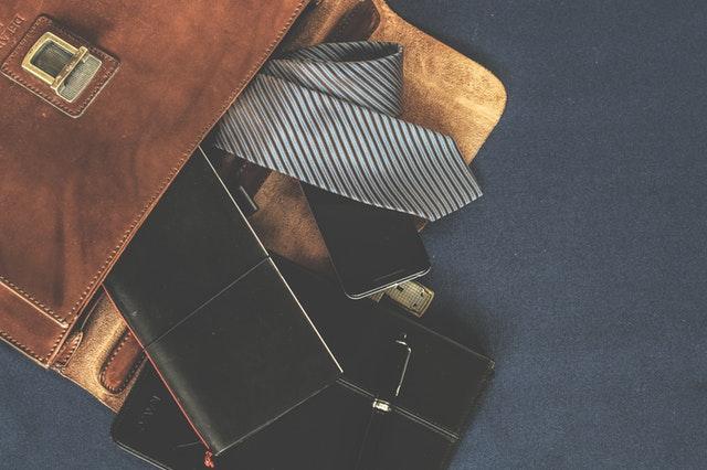 hnedá pánska taška s vecami