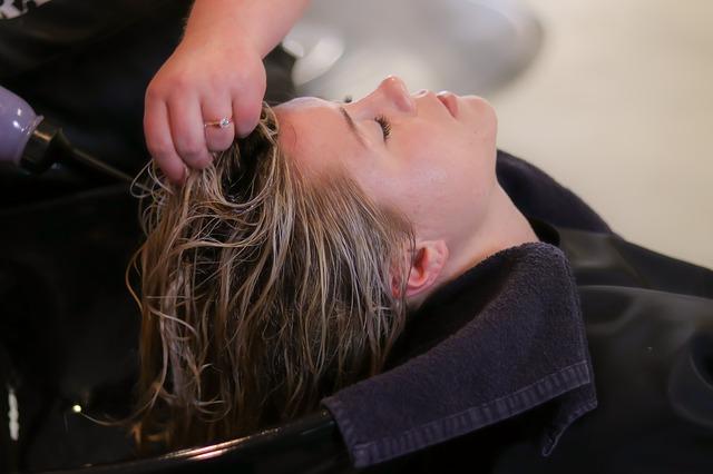 šampón vlasy žena.jpg