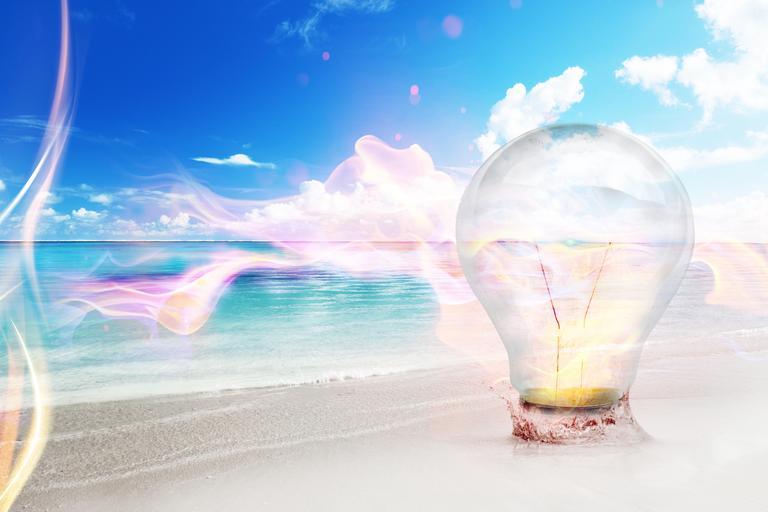 Veľká žiarovka, more, pláž.jpg
